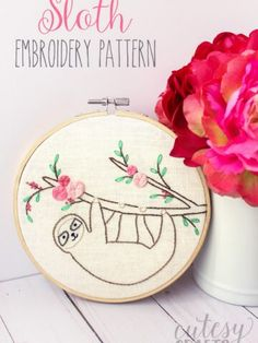 Adorable and free Sloth Embroidery Pattern. So cute!! #embroidery #embroiderypatterns #freeembroiderypatterns #handembroidery Floral Embroidery Patterns, Hand Embroidery Stitches, Hand Embroidery Designs, Embroidery Art, Embroidery For Beginners, Sewing Projects For Beginners, Embroidery Techniques, Sewing Patterns Free, Free Sewing
