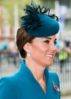 Catherine, Duchess of Cambridge attends the ANZAC Day Service of Commemoration and Thanksgiving at Westminster Abbey on April 2019 in London, United Kingdom. Kate Middleton Model, Kate Middleton Jewelry, Kate Middleton Makeup, Carole Middleton, Middleton Family, Duke William, Prince William And Catherine, Camilla Duchess Of Cornwall, Duchess Of Cambridge