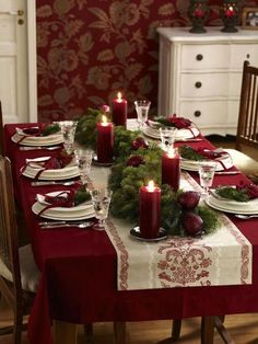 Christmas table----jewel tone but gorgeous and simple...huh?