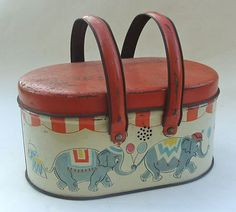 Love this Vintage 1930's Circus Tin lunchbox. Even just to stick on a shelf to look at.