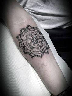 40 Dharma Tattoo Wheel Designs For Men - Idées Dharmachakra encre  #Designs #Dharma #Dharmachakra #encre #idées #Tattoo #Wheel