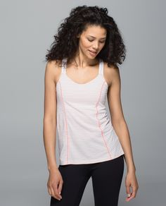From run, to yoga, to brunch with friends, this bra-tank combo is pure gold (with a silver lining). Anti-stink Silverescent® technology helps keep post-sweat smell under control on the tank so we can wear it again and again. And again.
