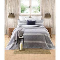 Dans les tons de gris et blanc Ruffle Bed Skirts, Ruffle Bedding, Twin Quilt, Queen Quilt, Quilt Sets, Duvet Cover Sets, Comforter Sets, Decorative Pillows, Comforters