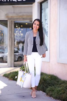 Annie Mai Thai of Stylish Petite styles a pair of sailor crop white jeans with a seersucker blazer for an effortless and chic Summer look. Summer Business Casual Outfits, Summer Work Outfits, Casual Winter Outfits, Summer Outfits Women, Business Attire, Outfit Summer, Spring Outfits, Stylish Petite, Seersucker Blazer