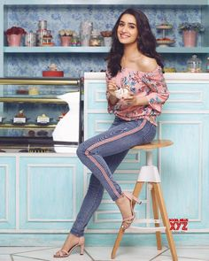 Actress Shraddha Kapoor Still In Design Darstellerin Noch im Design Bollywood Images, Bollywood Girls, Bollywood Stars, Bollywood Celebrities, Bollywood Fashion, Indian Celebrities, Bollywood Heroine, Bollywood Quotes, Bollywood Outfits
