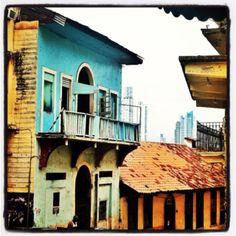 Aún quedan viviendas humildes que contrastan con las elegantes estructuras renovadas