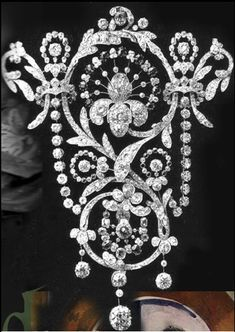 Queen Mary's small stomacher of exquisite design. It is typical of the beautiful workmanship of jewels worn by the Queen before 1930.