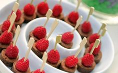 Coquetel, jantar ou finger food? Saiba o que servir na sua festa de 15 anos