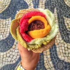 Amorino offers Italian gelato, served with a spatula without limits in the choice of flavours Gelato Maker, Rose Ice Cream, Valentines Food, Looks Yummy, Frappe, Aesthetic Food, Macaroons, Hamburger, Tasty