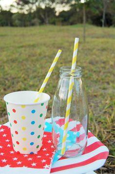 Garrafinhas de vidro, canudos e copos de papel na nossa loja virtual