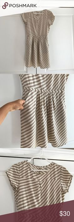 Striped Madewell Dress Cute little Madewell dress. Flattering cut and POCKETS. Madewell Dresses