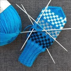 Warm, Knitting, Colors, Diy, Fingerless Gloves, Tricot, Tutorials, Bricolage, Cast On Knitting