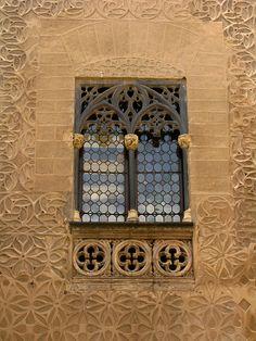 Gothic window, Palacio del Conde de Alpuente, Segovia, Spain