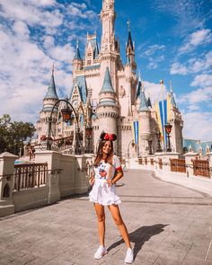 It disney family outfits, disney world outfits, disneyland outfi Disneyland Paris, Disney Em Paris, Disneyland Photos, Disneyland Outfits, Disneyland California, Hongkong Disneyland Outfit, Disneyland Outfit Summer, Disneyland Orlando, Disney California