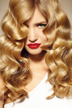 Balayage highlights are a great way to get natural looking sun-kissed hair using this French coloring technique. Find out how to do balayage highlights at home. Love Hair, Big Hair, Gorgeous Hair, Boucle Wavy, Pelo Retro, Estilo Retro, Color Rubio, Hair Color Highlights, Balayage Highlights