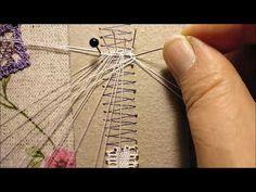 Aprende a cerrar tus labores de encaje de bolillos con la técnica de los hilos mágicos. Bobbin Lacemaking, Crochet Lace Edging, Lace Heart, Lace Jewelry, Needle Lace, Lace Making, Quilling, Lace Detail, Bobby Pins