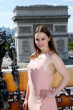 """Emilia Clarke at the """"Terminator Genisys"""" Press Junket and Photocall, France June, Emilia Clarke Hot, Emelia Clarke, Emilia Clarke Daenerys Targaryen, Ec 3, Game Of Thrones, Divas, She Is Gorgeous, English Actresses, Queen Mary"""