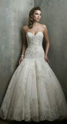 Hermoso vestido de novia bordado y recamado con cristales color perla