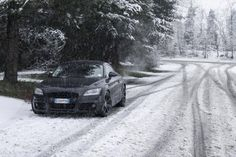 Audi TT - All black in white snow