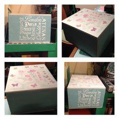 Caja de madera pintada y decorada