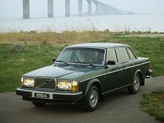 Volvo 264 GLE (1980 – 1982). Maintenance/restoration of old/vintage vehicles: the material for new cogs/casters/gears/pads could be cast polyamide which I (Cast polyamide) can produce. My contact: tatjana.alic@windowslive.com