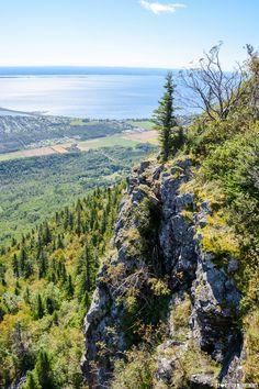 Mont Saint-Joseph à Carleton-sur-Mer St Joseph, Saints, Canada, River, Mountains, City, Roots, Outdoor, Spaces