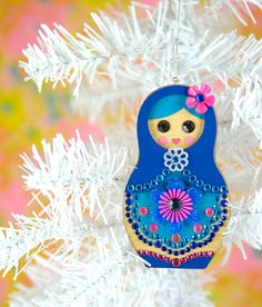 matryoshka decoration,  hmmm, I could see this on my daughter's purple tree:)