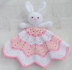 Adorable Crochet Lovey Blanket. Bunny Lovey. Easy and fun to make! #crochetloveyblanket #crochetbunny Crochet Lovey Free Pattern, Crochet Bunny Pattern, Afghan Crochet Patterns, Love Crochet, Crochet Sheep, Crochet Hats, Booties Crochet, Cat Pattern, Baby Patterns