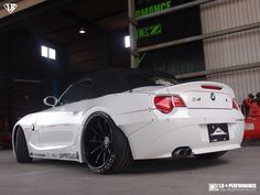 リバティーウォーク Complete car and customize! Bmw Z4 Roadster, Bmw E85, Bmw Cars, My Dream Car, Dream Cars, Bmw Convertible, R35 Gtr, Wide Body Kits, Liberty Walk