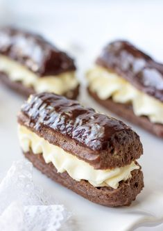 Mini Chocolate Eclairs (Easy Recipe) – Lavender & Macarons Mini Chocolate Eclairs With Mascarpone Cream and Chocolate Covered Top Mini Desserts, Chocolate Desserts, Chocolate Eclairs, Easy Desserts, Dessert Recipes, French Desserts, Chocolate Decorations, Plated Desserts, Individual Desserts