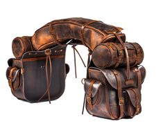 On Top saddlebags in worn leather, suitable for all western saddles. Used for trekking and long rides all across the globe. Western Horse Tack, Horse Barns, Western Saddles, Horse Stalls, Horse Gear, Horse Tips, Leather Workshop, Horse Grooming, Leather Saddle Bags