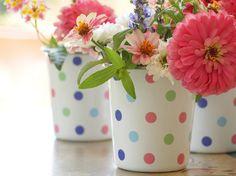 Flores em canecas