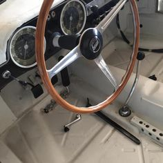 Rok v.1959, hliníková karoseria po celkovej rekonštrikcii karosérie, motora a podvozku.Všetko zdokumentované.Výrobca Carrozz Tourimg Milano.