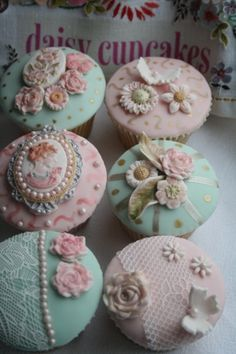 vintage cupcakes ... lovely!  :)