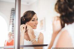 Le jour de votre mariage vous serez quoi qu'il arrive rayonnante de bonheur. Cependant, rien n'empêche de mettre toutes les chances de votre côté grâce à ces petites astuces beauté ! Sublimez votre look de mariée avec ces quelques conseils.
