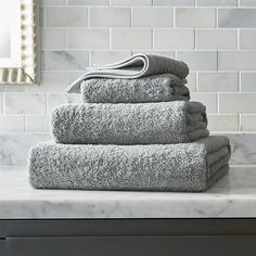 Luxurious Egyptian combed cotton, prized for the extra long fibers that enhance both absorbency and durability, is woven in plush terry toweling in soft grey.