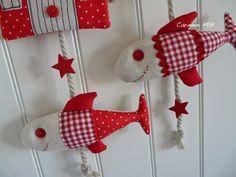 Móvil para el verano (tela y madera) (detalle). Red And White, Christmas Ornaments, Holiday Decor, Eye, Color, Scrappy Quilts, Craft, Pendants, Felting