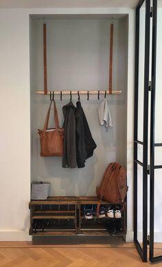 Leren kapstokhangers Zwart - Lilly is Love Entryway Decor, Diy Bedroom Decor, Home Decor, Foyer Decorating, Bookshelves, Sweet Home, New Homes, Loft, Interior Design
