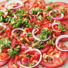 Voor bij de bbq spaanse tomatensalade | pinterest | degrotedeler | De grote deler Healthy Breakfast Recipes, Easy Healthy Recipes, Easy Meals, Healthy Eating, Tasty Dishes, Food And Drink, Cooking Recipes, Dinner, Ethnic Recipes