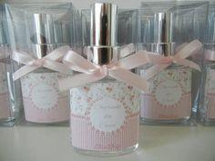 Lindos vidros de 30ml personalizados para perfumar a casa dos seus convidados! Eles vão adorar! Várias fragrâncias! Escolha a sua!  Embalados na caixinha de acetato! Fita e tag acompanham!  Pedido Mínimo: 10 Unidades R$ 7,30
