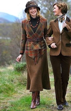 i do love some tweed! wonder how the Long Fluted Tweed Skirt would look on wide hips Country Fashion, Country Outfits, Winter Outfits, Tartan Fashion, Fashion Outfits, Womens Fashion, Fashion Trends, Mode Country, Country Women