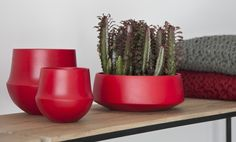 Fusion collection. Fusion gives your home the right atmosphere. Available in colours red, white and black.