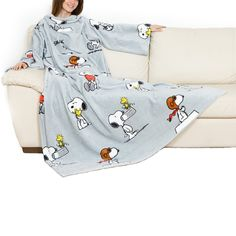 Kanguru Snoopy © Special Edition Blanket with Breast Pocket and Sleeves 140 x 180 CM, 100% Polyester Flannel. From Amazon