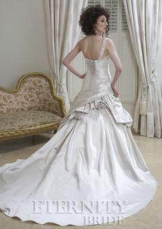 Eternity bride www.bruidsmodemariska.nl