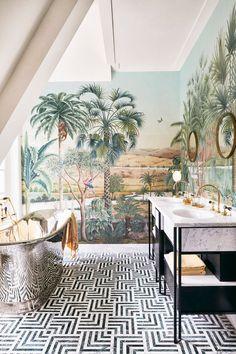 Bathroom with landscape wallpaper in a townhouse in Amsterdam Scenic Wallpaper, Landscape Wallpaper, Decoration Design, Deco Design, Bathroom Interior Design, Interior Decorating, Decoracion Vintage Chic, Tropical Bathroom, Bathroom Trends