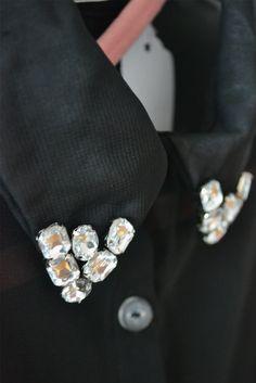 Cuellos bordados con piedras en la camisa Frappe.