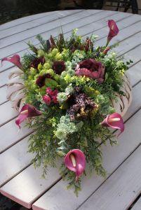 Kompozycja kwiatowa na wianku-dekoracja na cmentarz,na grób,na Wszystkich Świętych Ikebana, Succulents, Plants, Google, Succulent Plants, Plant, Flower Arrangements, Planets