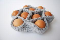 Crochet egg basket (pattern in Dutch) Easter Crochet Patterns, Knitting Patterns, Crochet Gifts, Knit Crochet, Quick Crochet, Free Crochet, Crochet Projects, Diy Projects, Egg Basket