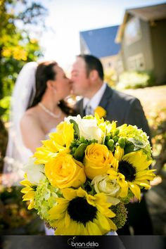 #weddingday #bride #groom #flowers #bouquet #formalphotos #love #photography #bdeliaphotography #briandeliaphotography