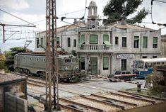 TrainScape: Paso a nivel de Peñuelas 11º Model Train Layouts, Model Trains, Scenery, Urban, Landscape, Buildings, Miniatures, Models, Trains